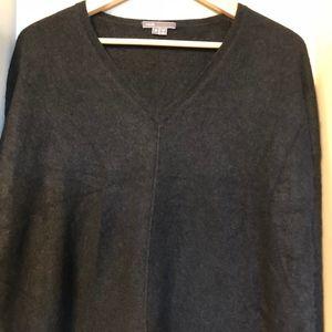 Vince Camuto 100% cashmere v neck sweater